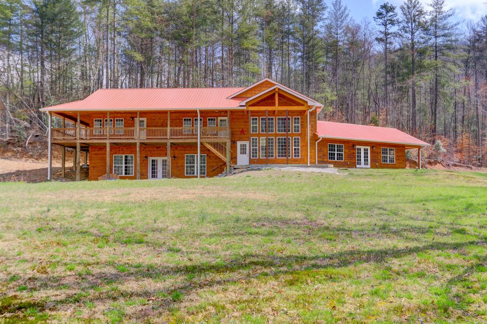 Single Family Home for Sale at 393 Back Valley Road 393 Back Valley Road Oliver Springs, Tennessee 37840 United States