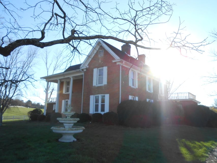 Single Family Home for Sale at 1031 Shawanee Road 1031 Shawanee Road Harrogate, Tennessee 37752 United States