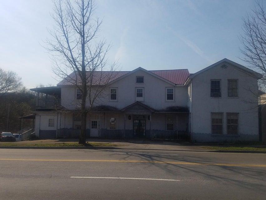 Maison avec plusieurs logements pour l Vente à 8160 Rutledge Pike 8160 Rutledge Pike Rutledge, Tennessee 37861 États-Unis