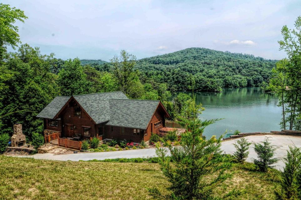 1811 Mountain Shores Rd: