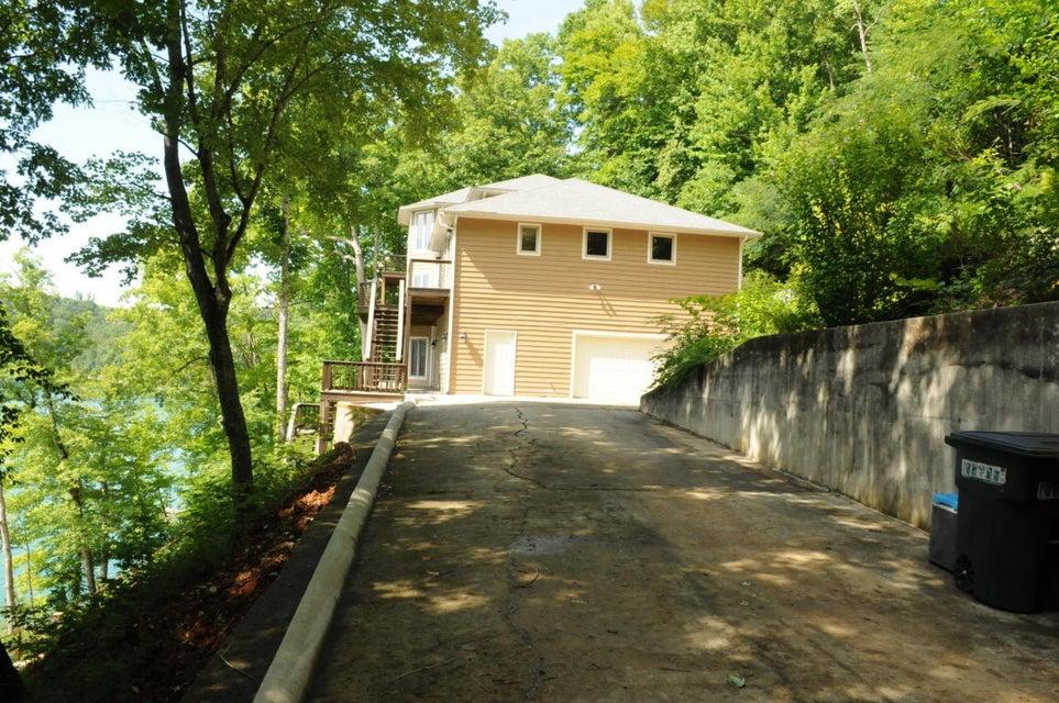 1741 Cove Pointe Rd: