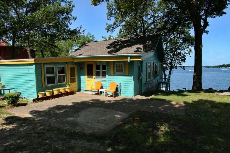 133 Lakeshore Dr Arnolds Park, IA 51331