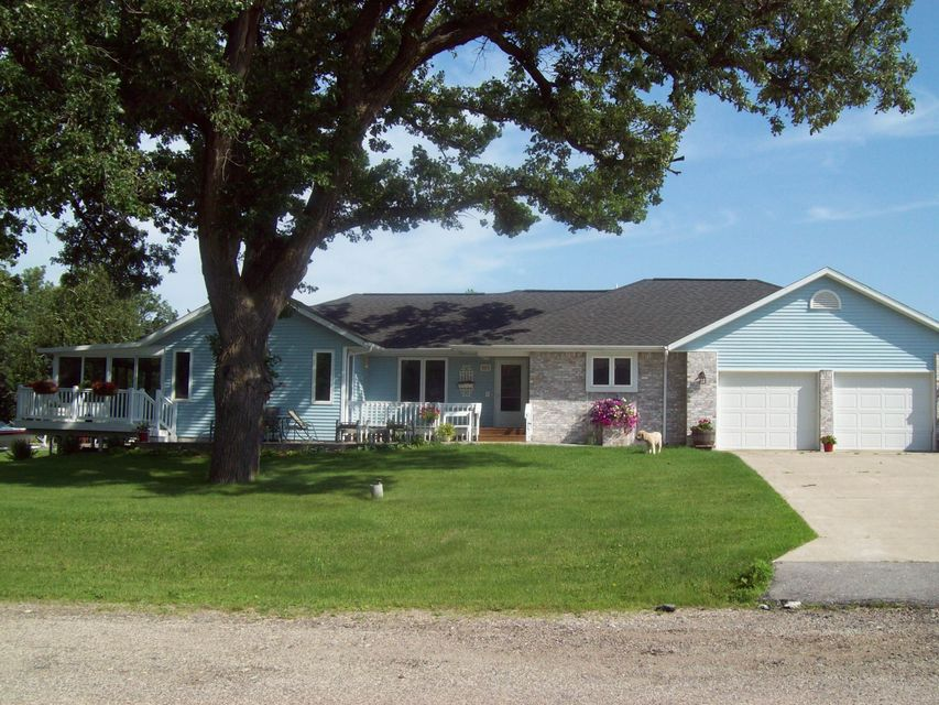 609 252nd Ave Spirit Lake, IA 51360