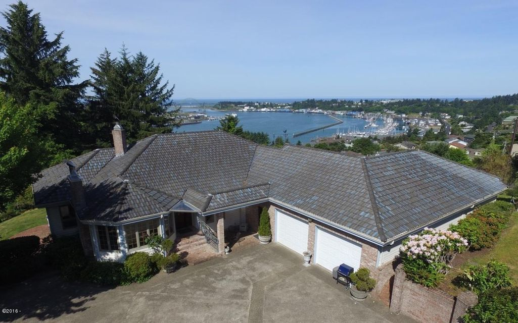 750 SE Marine Ct, Newport, OR 97365 - Overlooking the Bay