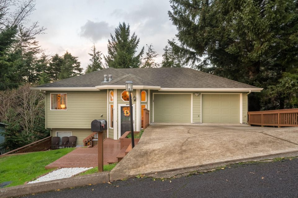 1200 NE Lakewood Dr, Newport, OR 97365 - Front of house