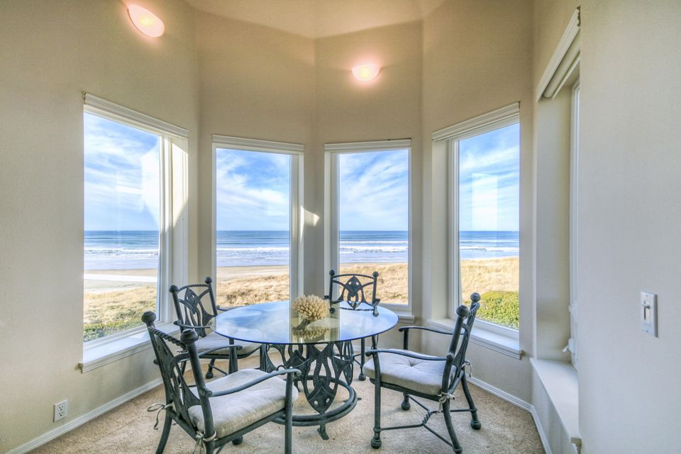 , South Beach, OR 97366 - Cupola breakfast nook