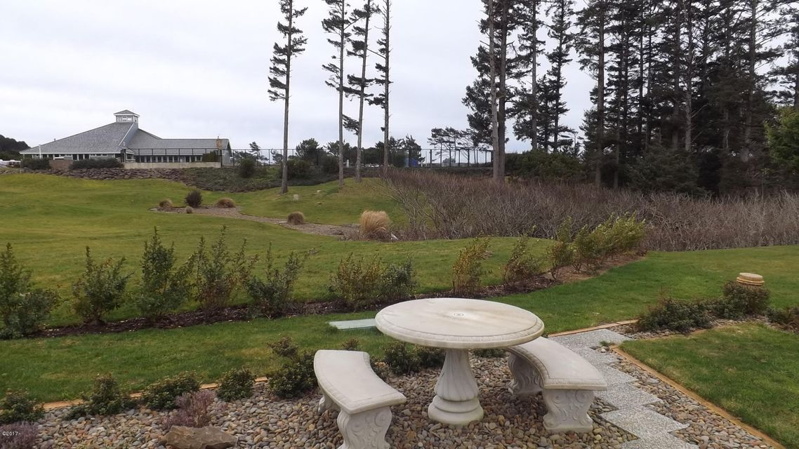 6225 N. Coast Hwy Lot 40, Newport, OR 97365 - Lot 40 View from front of coach 2-17
