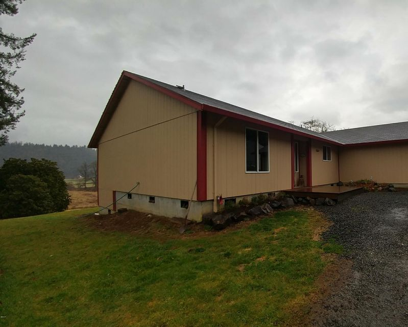 31455 US-101 S, Cloverdale, OR 97112 - Darling Home
