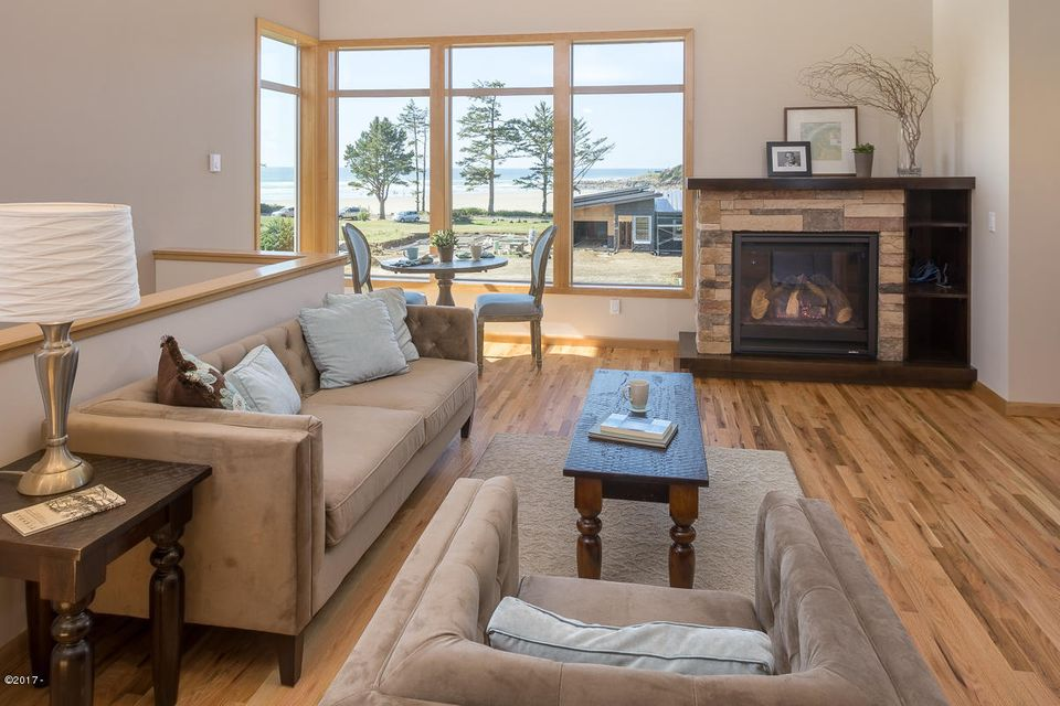 23 Catkin Loop, Yachats, OR 97498 - Living room