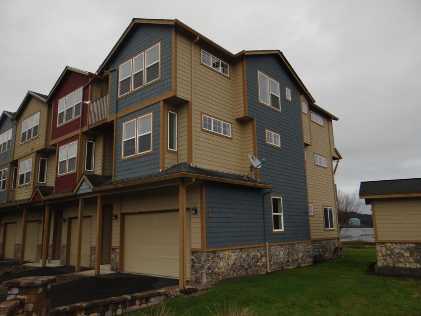 475 SE 35th St, A1, Newport, OR 97366-9824 - Three story Town Home