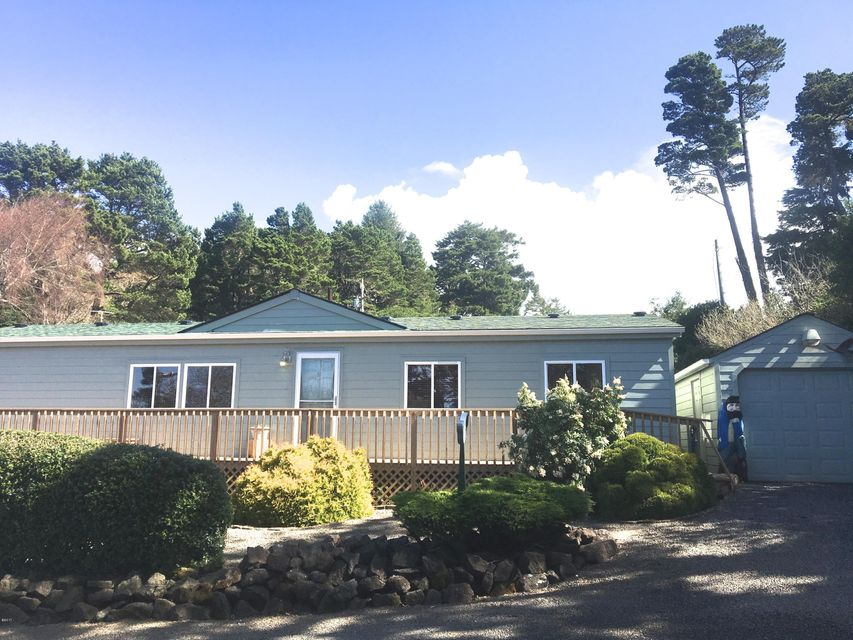 9189 NW Heron St, Seal Rock, OR 97376 - Well maintained property!