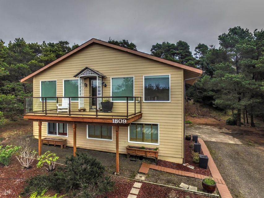 1809 NW Bayshore Dr., Waldport, OR 97394 - Front of House