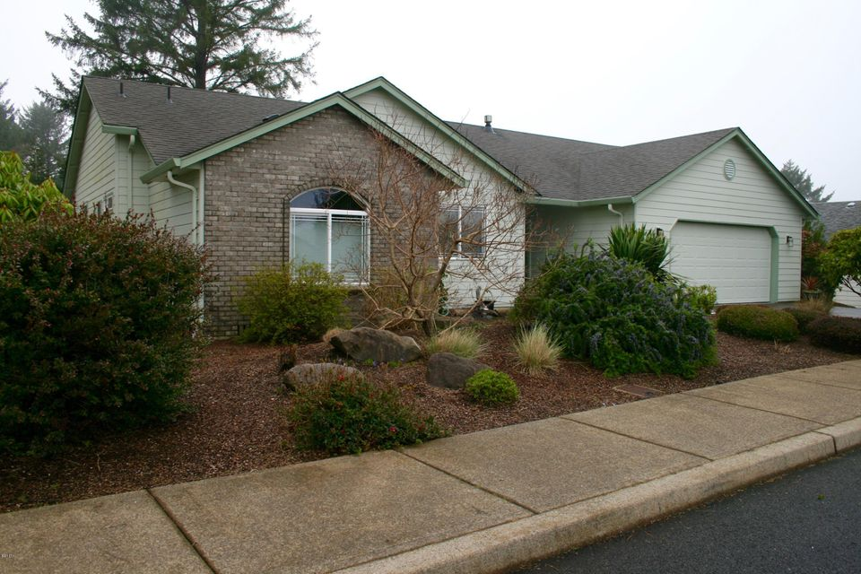 5489 NE Voyage Ave, Lincoln City, OR 97367 - Lovely Home