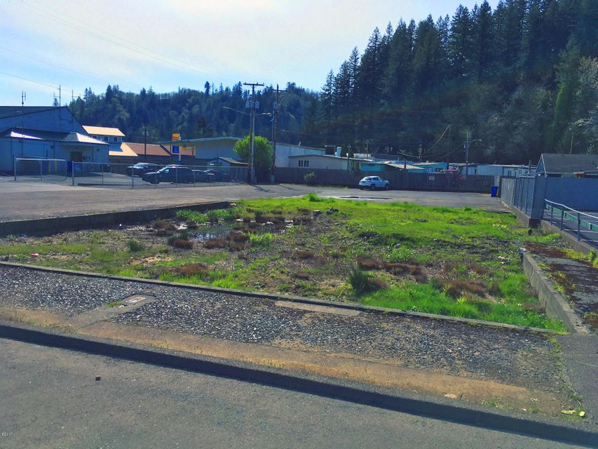 711 NW A St, Toledo, OR 97391 - Looking west at lot