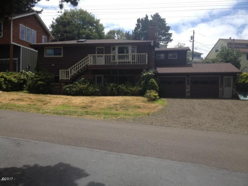 1940 NW 33rd St, Lincoln City, OR 97367 - Front of Home