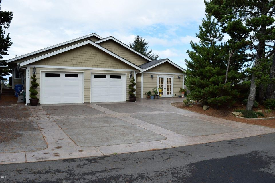 1560 SW Ocean Ter, Waldport, OR 97394 - Front View
