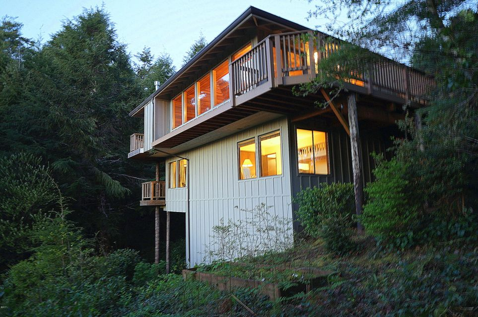 476 Lookout Ct, Gleneden Beach, OR 97388 - West Elevation