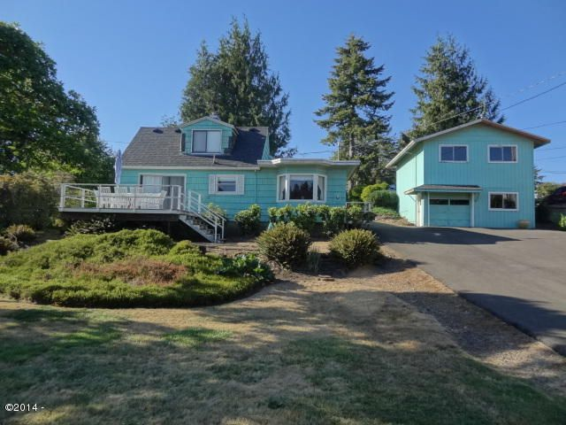 5234 NE Neotsu Dr, Neotsu, OR 97364-9772 - Lake front home on .45ac