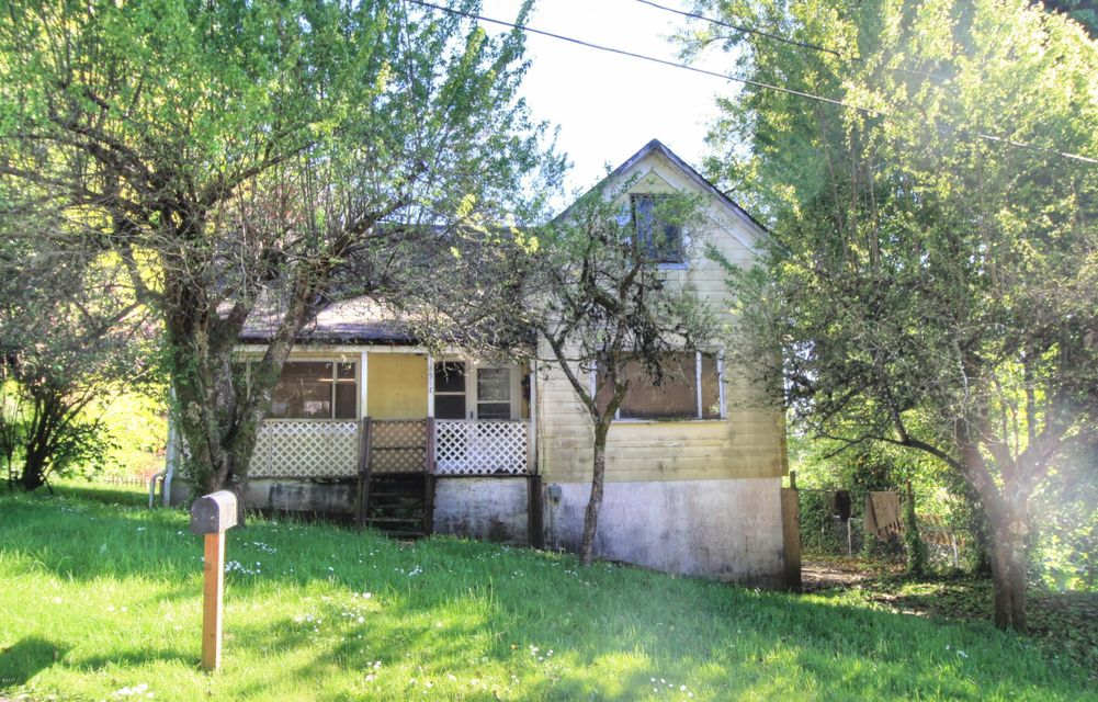 517 SE 4th St, Toledo, OR 97391 - Exterior
