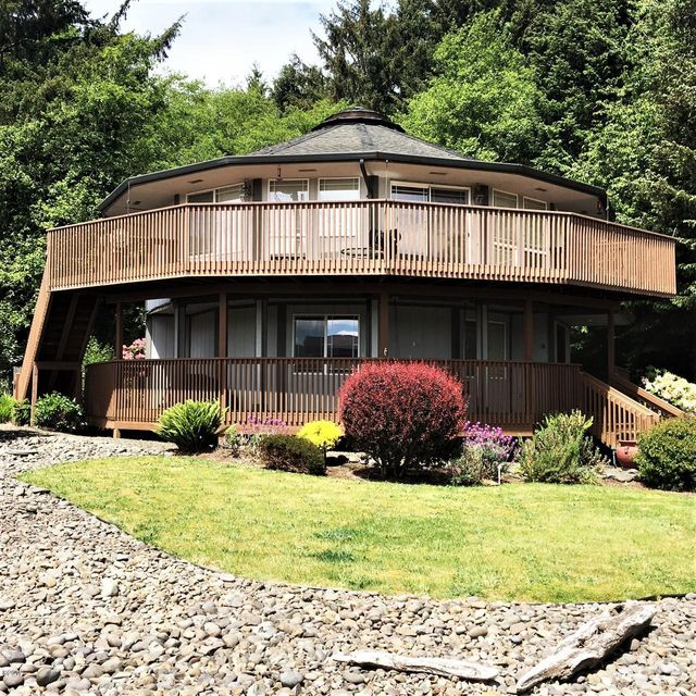 1165 NE Lake Dr, Lincoln City, OR 97367 - Front