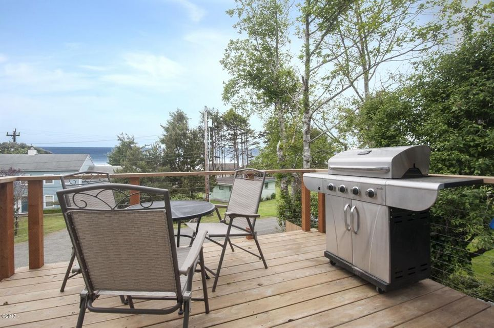 6110 NE Oar Dr, Lincoln City, OR 97367 - Front Deck