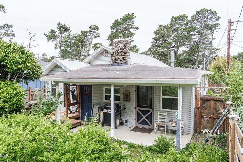 5995 Holly Ave, Pacific City, OR 97135 - Charming beach cottage
