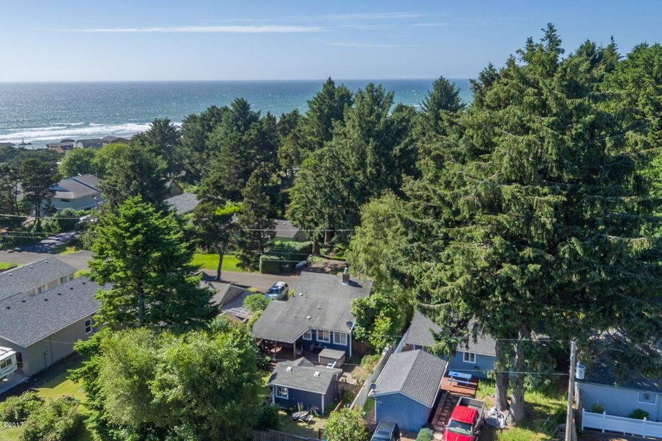 1904 NW 37th St, Lincoln City, OR 97367 - Great Location!