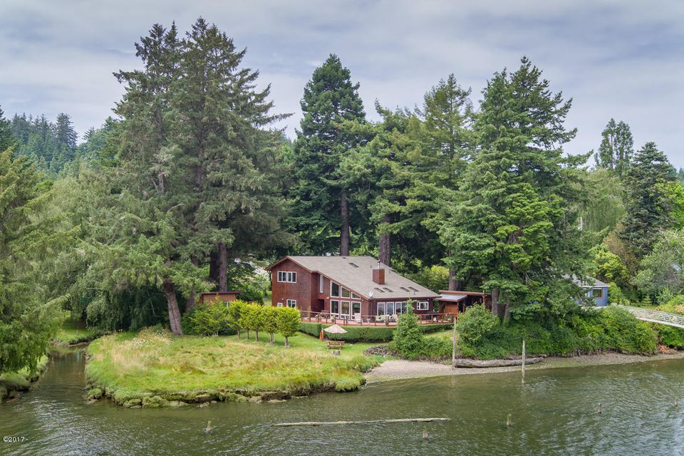 625 SE Acacia Ln., Waldport, OR 97394 - Home on the River