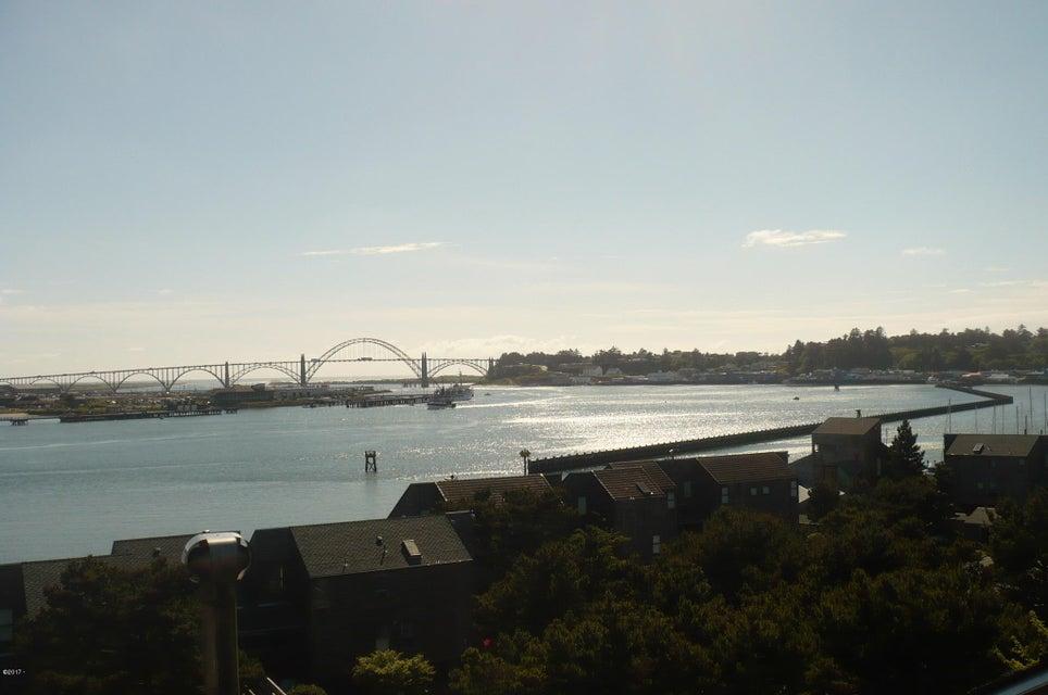 1000 SE Bay Blvd #445, Newport, OR 97365 - Views