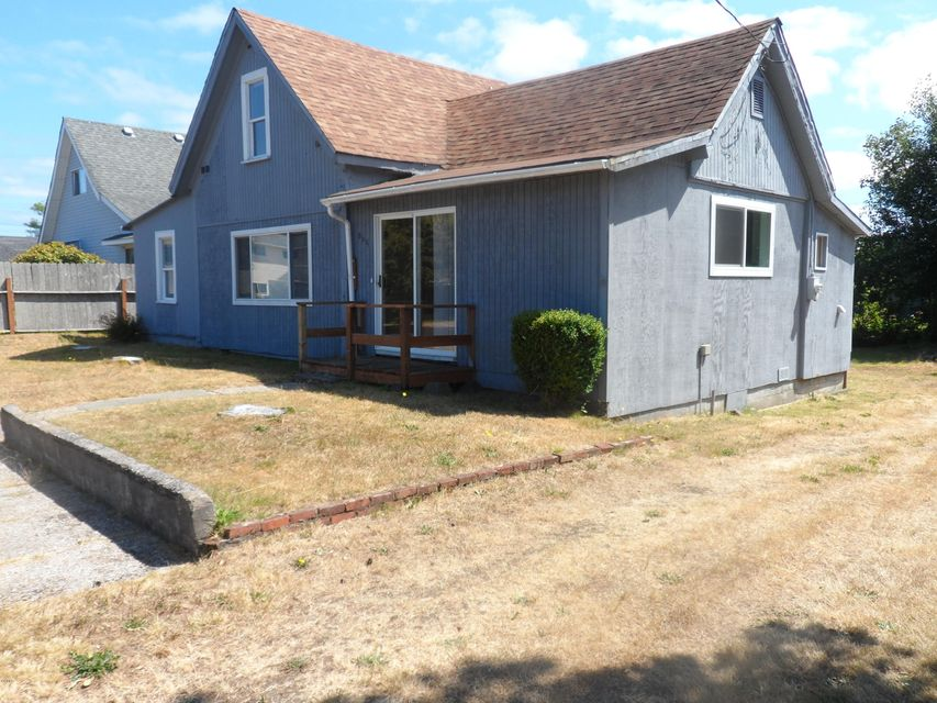 865 NE Commercial St, Waldport, OR 97394 - Possible income property