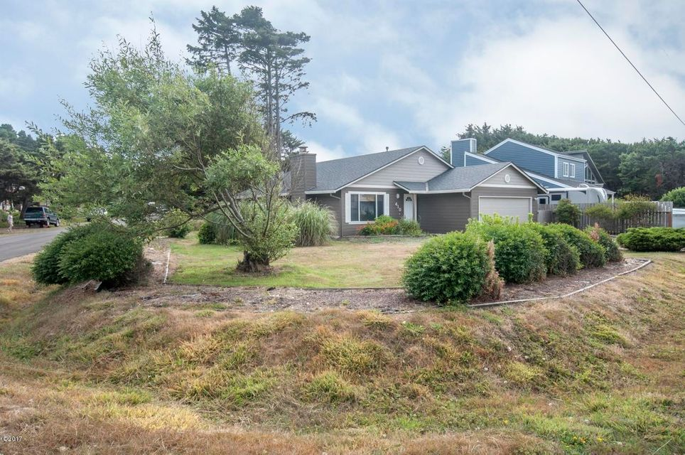 410 SW South Point St, Depoe Bay, OR 97341 - Front