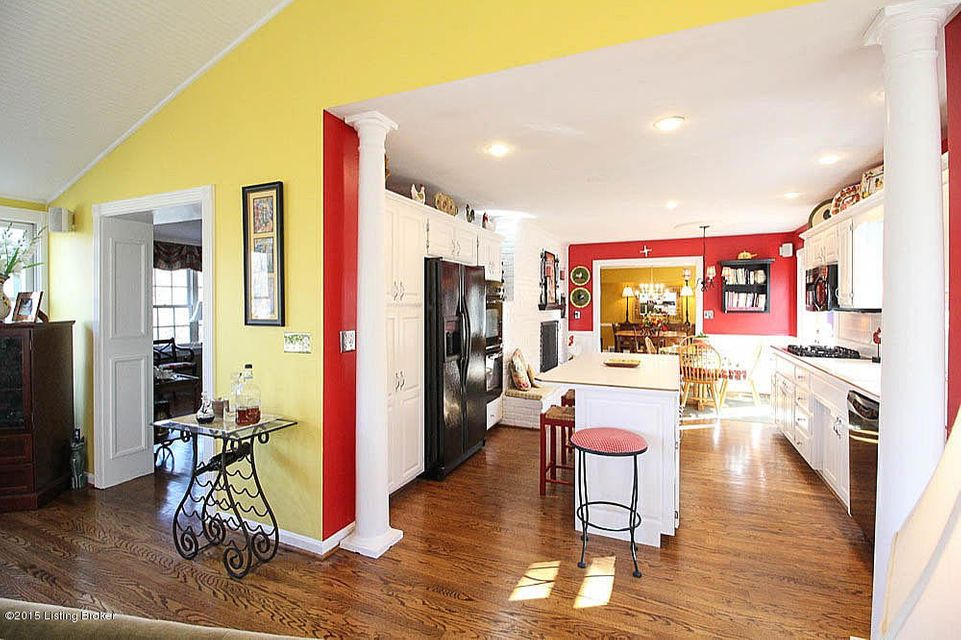 Additional photo for property listing at 60 Indian Hills Trail  Louisville, Kentucky 40207 United States