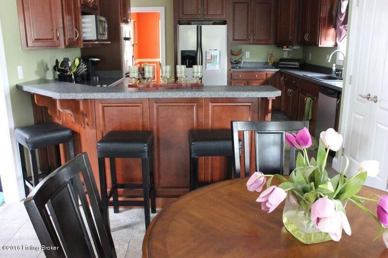 Additional photo for property listing at 7700 Bella Woods Court  Louisville, Kentucky 40214 United States