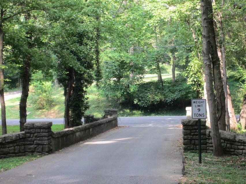 Additional photo for property listing at 142 Stonebridge  Louisville, Kentucky 40207 United States