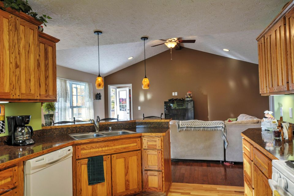 Additional photo for property listing at 325 Axtel Circle Loop  McDaniels, Kentucky 40152 United States
