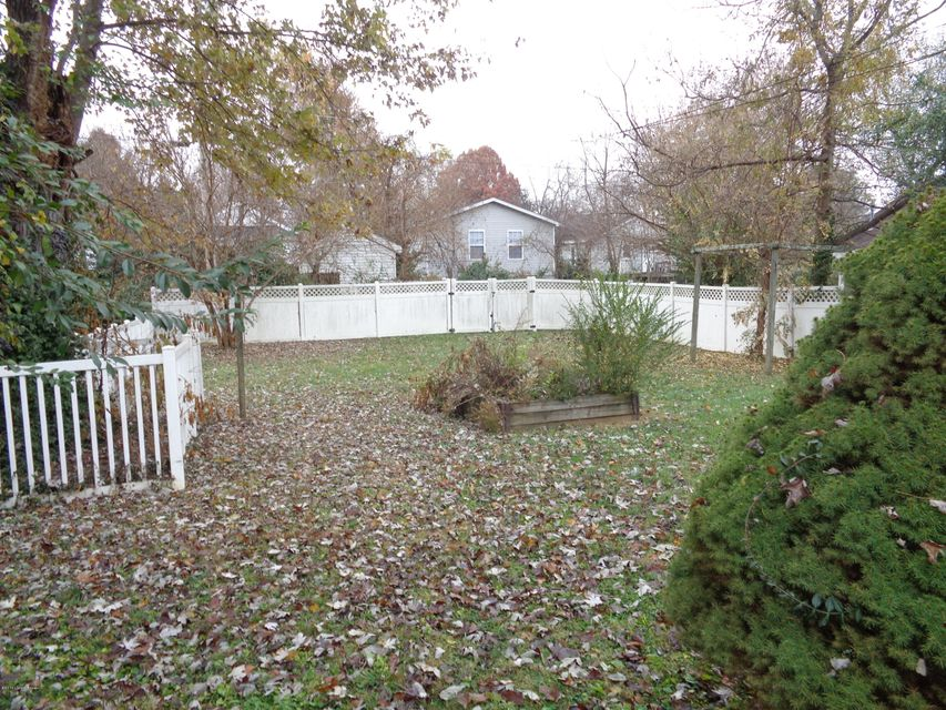 Additional photo for property listing at 709 PULLIAM Avenue  Bardstown, Kentucky 40004 United States