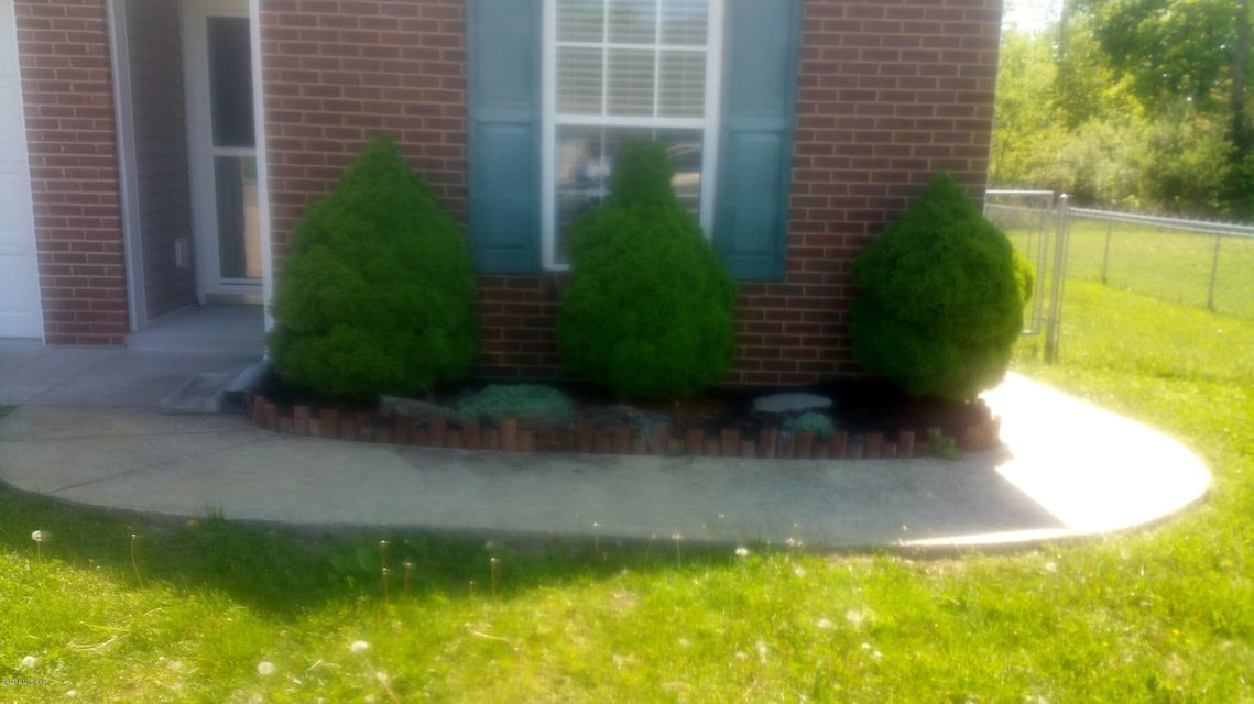 Additional photo for property listing at 108 Clover Court  Radcliff, Kentucky 40160 United States