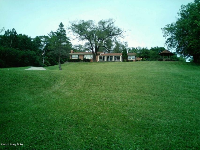 Single Family Home for Sale at 5603 Chenoweth Run Road Louisville, Kentucky 40299 United States