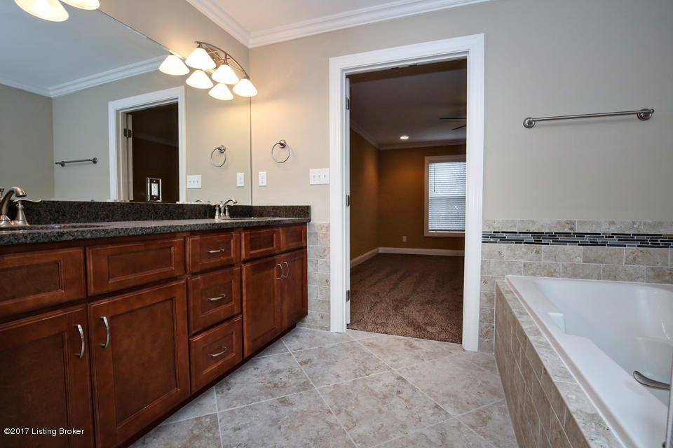 Additional photo for property listing at 10235 Dorsey Pointe Circle  Louisville, Kentucky 40223 United States