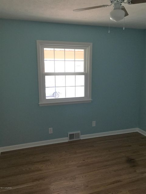 Additional photo for property listing at 7404 Cross Creek Blvd  Louisville, Kentucky 40228 United States