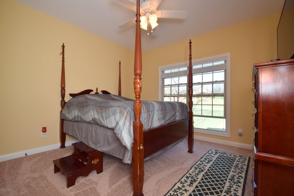Additional photo for property listing at 9614 Southern Breeze Lane  Louisville, Kentucky 40299 United States