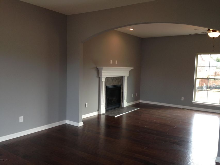 Additional photo for property listing at 6605 Meadow Park Drive  Louisville, Kentucky 40291 United States