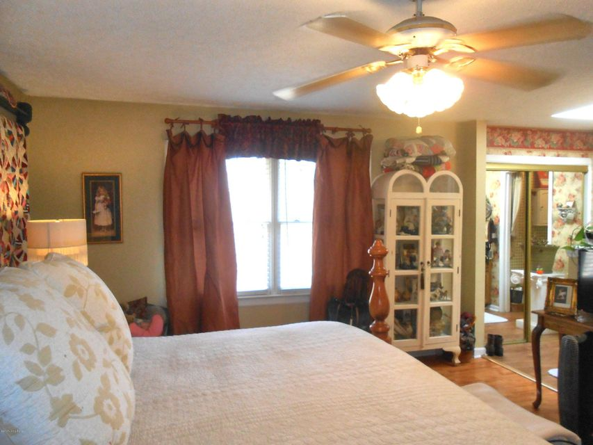 Additional photo for property listing at 3003 Coffee Tree Court  Crestwood, Kentucky 40014 United States