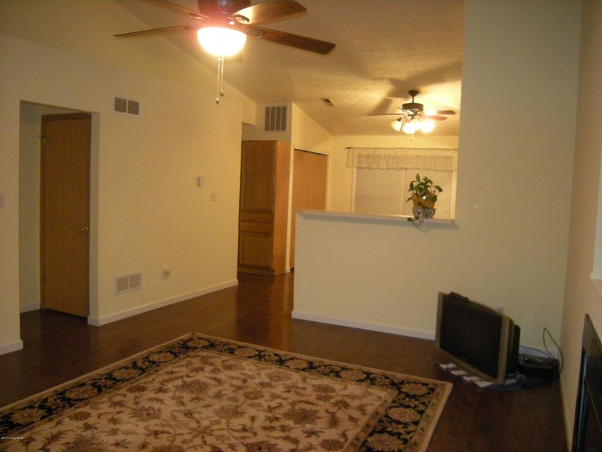 Additional photo for property listing at 6421 Hunters Creek Blvd  Louisville, Kentucky 40258 United States