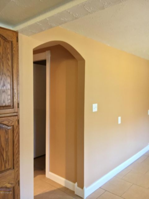 Additional photo for property listing at 5300 Pendleton Road  Louisville, Kentucky 40272 United States