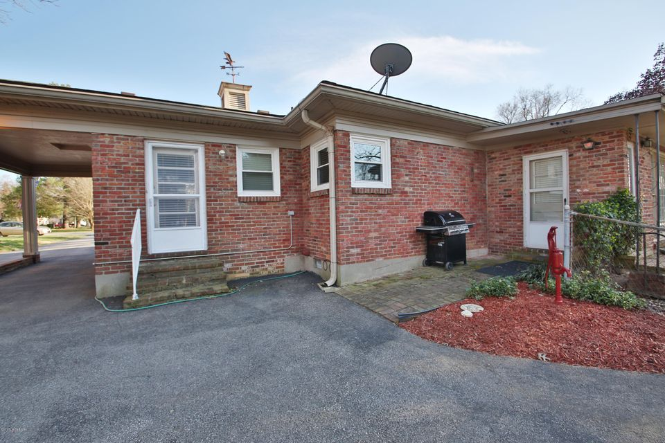 Additional photo for property listing at 2025 Dahlia Avenue  Louisville, Kentucky 40205 United States