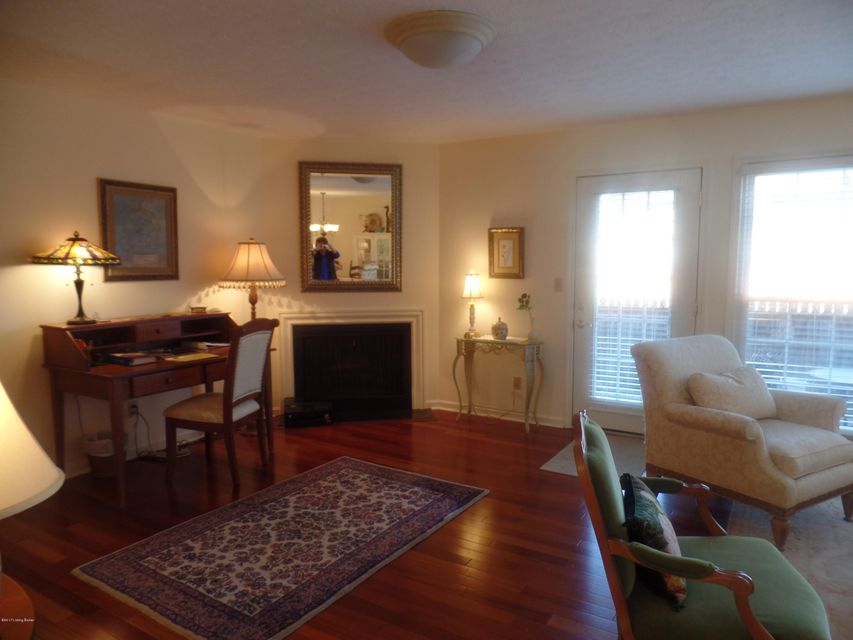 Additional photo for property listing at 1913 Manor House Drive 1913 Manor House Drive Louisville, Kentucky 40220 United States