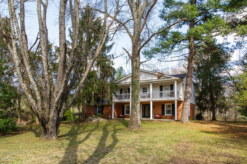 2307 Evergreen Rd, Anchorage, KY 40223