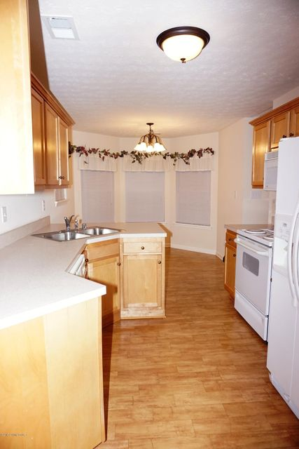 Additional photo for property listing at 10501 Futurity Springs Drive  Louisville, Kentucky 40291 United States
