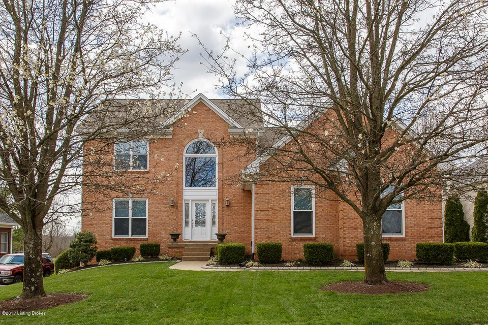 Single Family Home for Sale at 1217 Crosstimbers Drive Louisville, Kentucky 40245 United States